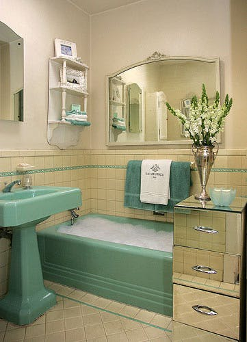 Marvelous Its Back Your 50S Bathroom Is All The Rage Interior Design Ideas Gentotryabchikinfo